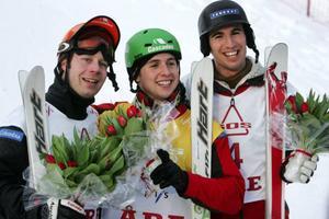 Kanada har tagit över Åre. Prispallen från gårdagens puckelpisttävling upptogs av tre landsmän. I mitten ser vi segraren, Alexandre Bilodeau.