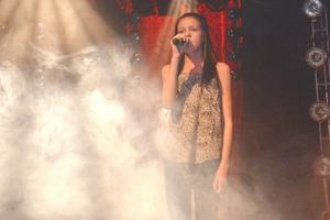 Felicia Elfqvist tolkar Miley Cyrus och låten Wrecking Ball.