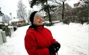 LYXGATAN. Else Mill har bott på Lorichsvägen i Falun sedan 1976. Då bodde hon i det rosa huset på bilden, men de styckade av tomten och byggde ett mindre hus bredvid där hon bor nu.