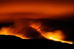 Den här vulkanen finns i Sicilien, men även i Grängesberg har heta underjordiska krafter haft en tydlig påverkan, visar SGU:s rapport.