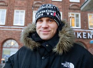 Göran Matzen, Sunne– Det är nog ganska jämställt hemma hos oss. Vi handlar julklappar tillsammans och delar upp det övriga pysslandet. I år blir det inte så mycket matlagning eftersom vi inte är hemma på julafton.