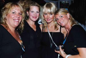 Blue Moon Bar: Hanna, Ava, Linda och Annica
