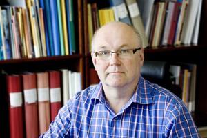 Ekonomichef Kjell Öhrström ser en liten förbättring men menar att det fortfarande finns ett stort underskott att jobba med.