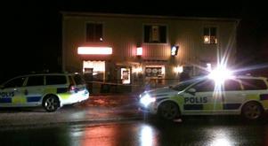 Flera polispatruller söker i området efter två knivbeväpnade rånare.