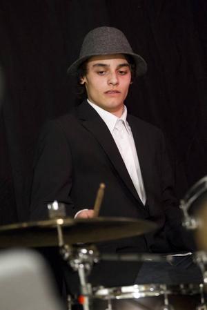 William Coleman, trummis i Gävlebandet What up! trio berättar att bandets låtar ofta kommer till efter improvisation.