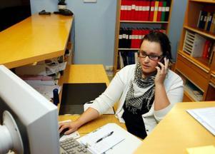 Anna Skalberg jobbar på Reveljens körskola. Hon tycker att det är relativt lugnt i området, åtminstone dagtid.