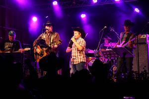 Don Redmonds duett med sonen Andreas Johansson blev mycket uppskattad på Countryfestivalen.