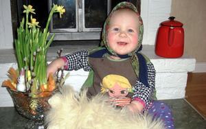 På kortet är Julia Boström 10 månader som en liten påskgumma. FOTO: LÄSARBILD/MALIN BOSTRÖM