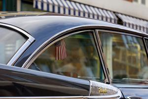 Amerikanska bilar – amerikanska flaggor.