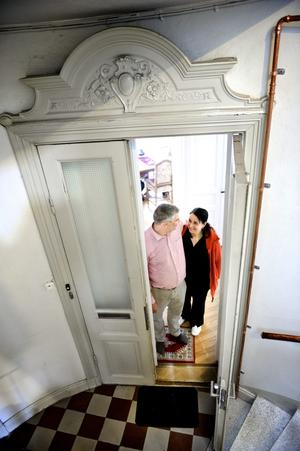Lägenheten där Claes Mård och Ana Rosia Wagner bor ligger i ett före detta bankhus i Hallsberg.