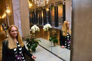 En korridor som fångas i Johannas spegelbild.