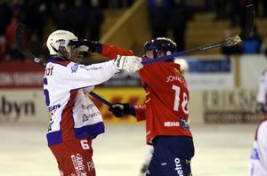 Jonas Edling och Kalix Jonathan Johansson rök ihop med varandra i den första halvleken, annars blev det en snäll match i Svenska Fönster Arena.