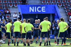 Erik Hamrén under Sveriges sista träning i Nice. I kväll spelas ödesmatchen mot Belgien.