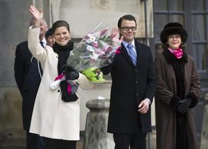 Kronprinsessan Victoria, Daniel Westling och drottning Silvia på inre borggården av Stockholm slott under namnsdagsuppvaktningen av kronprinsessan Victoria.