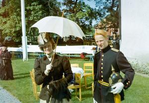 Gudrun Larsén med sonen Henrik.