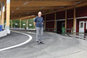 Driftledare Kent Andrén på Åkerslund berättar att efter upprustningen är hanteringen av att lämna avfall både bättre och mer säker.