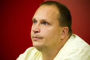 Per Gunnarsson arbetar som undersköterska i Gävle. Han säger att han blev förbannad när han läste om förbundsledningens agerande.