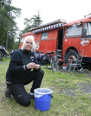 – Kanske inte världen vackraste buss, men den är ett paradis för oss, säger Marie Åsell.