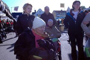 Elin Larsson, 95 år, var glasklar på vad hon ville handla på marknaden, renkorv och inget annat.