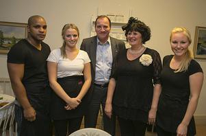 Personalen på Café Petter fick jobba en hel del. Stefan Löfven ställe upp på en bild som tack.