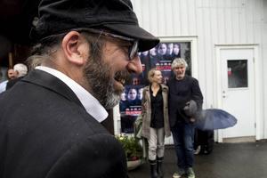 Klipparen Håkan Karlsson, som bjudit in till hela spektaklet, och regissör Daniel Alfredson med fru Ditta Bongenhielm.