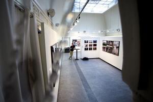 På invigningen kom omkring 500 personer till Galleri Kontrast.