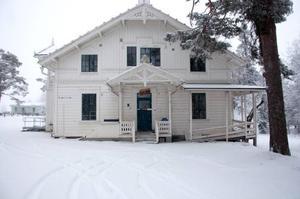 Det snart 70 år gamla huset i Björkbackaparken byggs om.
