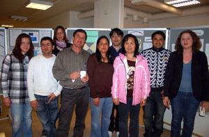 Studenter från Bäckedals folkhögskola hade gjort utställningen. Läraren Maria Brolinson till höger.