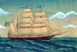 """Sandemose, till höger, med sin skeppskamrat Carlsson, """"en förtvivlad och skummande skorpion"""", i Rönne 1916.  Ölandstjejen Tora jobbade i London när Carl hittade henne. Foto från London ca 1898. Carl Johanssons """"Gyda"""" vid Brynäsvarvet 1917, kanske skymtar Henry i aktern. En ung Harald Lindberg målade """"Gyda"""" 1918 och hade nog seglat med henne. """"Ragnar"""" var enligt Sandemose """"ett spökskepp bemannat med avskum""""."""