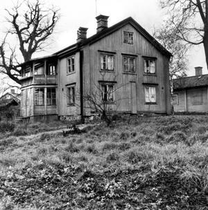 Glansperioden är över. Malmabergs herrgård som den såg ut innan den revs 1962.