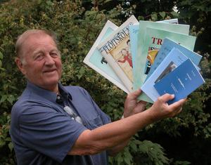 Produktiv. Bo Harry Sandin har sedan pensionen för tolv år sedan producerat 27 nothäften och skrivit tre böcker. Till hösten hoppas han på att släppa nytt - då ett häfte med finska melodier. Foto:Maja Berg