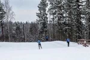 Det var många skidåkare på plats i Bergebo under fredagsförmiddagen.