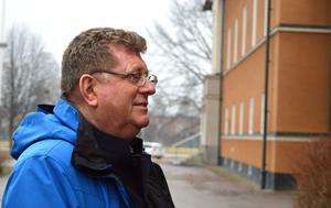 Jan Bohman, kommunstyrelsens ordförande i Borlänge, vill förbättra säkerheten på E 16. Mitträcke mellan Borlänge och Djurås är vad som krävs.