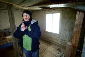 Maria Norgren hoppas att det nu kan bli en fortsättning med invändig renovering av stugan, där Dan Andersson aldrig hann flytta in men där hans fru och barn bodde.