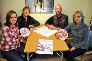 Josefina Andersson, Barbro Enberg, Jonas Ahlin och Ann-Katrin Ekström hoppas att det kommer många besökare till lördagens föreställning av