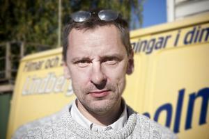 Mikael Olsson, 46 år, Ljusdal:– Ja, alldeles för hög. Alla ljud runtom som skrammel i bestick och ljud från dem som pratar. Men det är stor skillnad mellan olika restauranger.