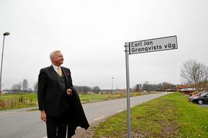 Här inviger Carl-Jan den gata som bär hans namn 2011.