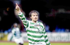 Stefan Bärlin med ett klassiskt målfirande 2004. Numera är han inte längre den enda skytteligavinnare i Grönvitt på 2000-talet.