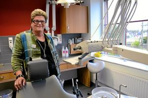 Bodil Sandin, tandläkare och sedan några år tillbaka också klinikchef på Smile i Kumla, går i pension efter över 43 år i yrket.