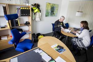 Skrivbordsstolen har lämnats tom när distriktsidrottschef Ann-Gerd Bergdahl tar över från Gävle.