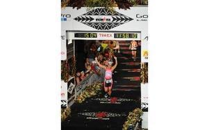 Emelie Danielsson på väg mot mål i Iron Man-VM, som avgjordes i Kailua-Kona på Hawaii. Foto: Iron Man Hawaii