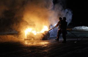 Bilen var övertänd när räddningstjänsten anlände till platsen.