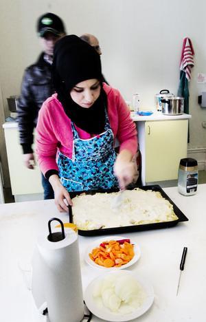 Sultane Almela förbereder det sista till dagens lunch.