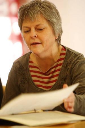 """""""När de bara hade flyttat ut våra saker från våra lokaler ilskande jag till och skrev ett brev till kommunen"""", säger Kerstin Eriksson och visar brevet."""