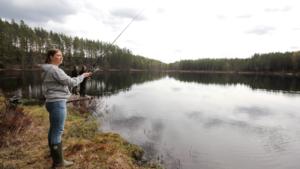 Västeråsaren Linnea Nordén och hennes sällskap anlände till fiskepremiären två timmar innan startskottet, för att få bra platser. De hade fiskelycka.