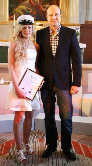 ENASS Stipendium gavs till Maria Bertilsson. Utdelare var Mikael Persson, Engcon.Foto: Johan Karlsson