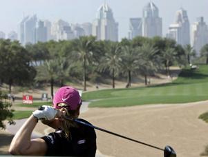 Annika Sörenstam är huvudperson bland skyskraporna på Majils Course i Dubai. Men bästa svenska efter första dagen av Dubai Masters är Maria Bodén från Timrå GK.