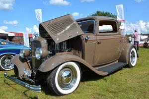 En Ford Coupe från 1932 njöt i solskenet.