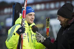 Jesper Nelin blev flitigt intervjuad efter sin succédebut i världscupen som slutade med 16:e plats. Här hos TV4 och Maud Bernhagen.