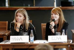 Hanna Flach och Elina Brink går sista året på Thoren Business School i Gävle och extrajobbar båda på Max. De satt med i panelen och fick frågan hur viktig lönen är.– Att få jobb är viktigast, men jag skulle inte acceptera hur låg lön som helst, sa Hanna Flach.– Pengar är viktigt för att få vardagslivet att gå runt, sa Elina Brink.
